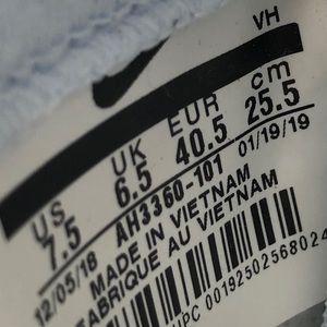 Nike Shoes - NEW Nike SB Team Classic